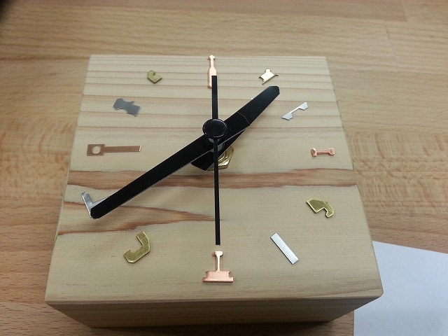 小田原の町工場で時計製作 文字符にスクラップを使用