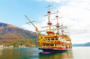 箱根で紅葉見頃 芦ノ湖では遊覧船から紅葉を楽しむ人も