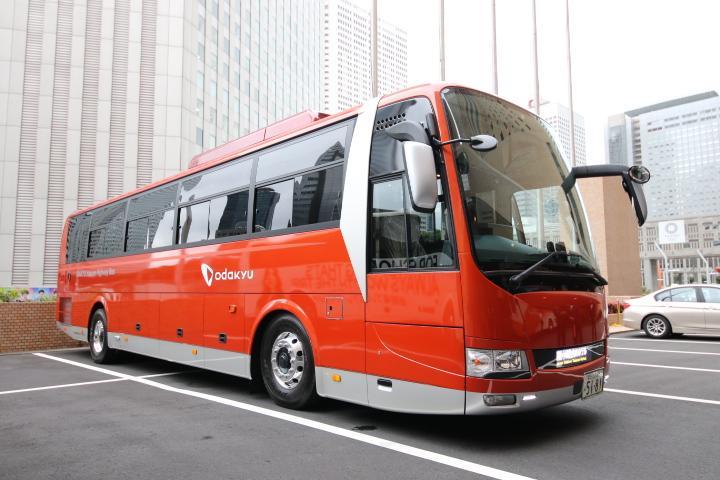 小田急箱根高速バスの「GSEカラーバス」