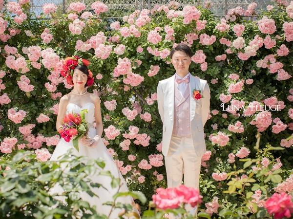 ウエディング写真を撮影する平柳悠人・光さん夫婦