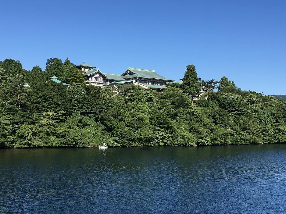 芦ノ湖畔にある「龍宮殿」