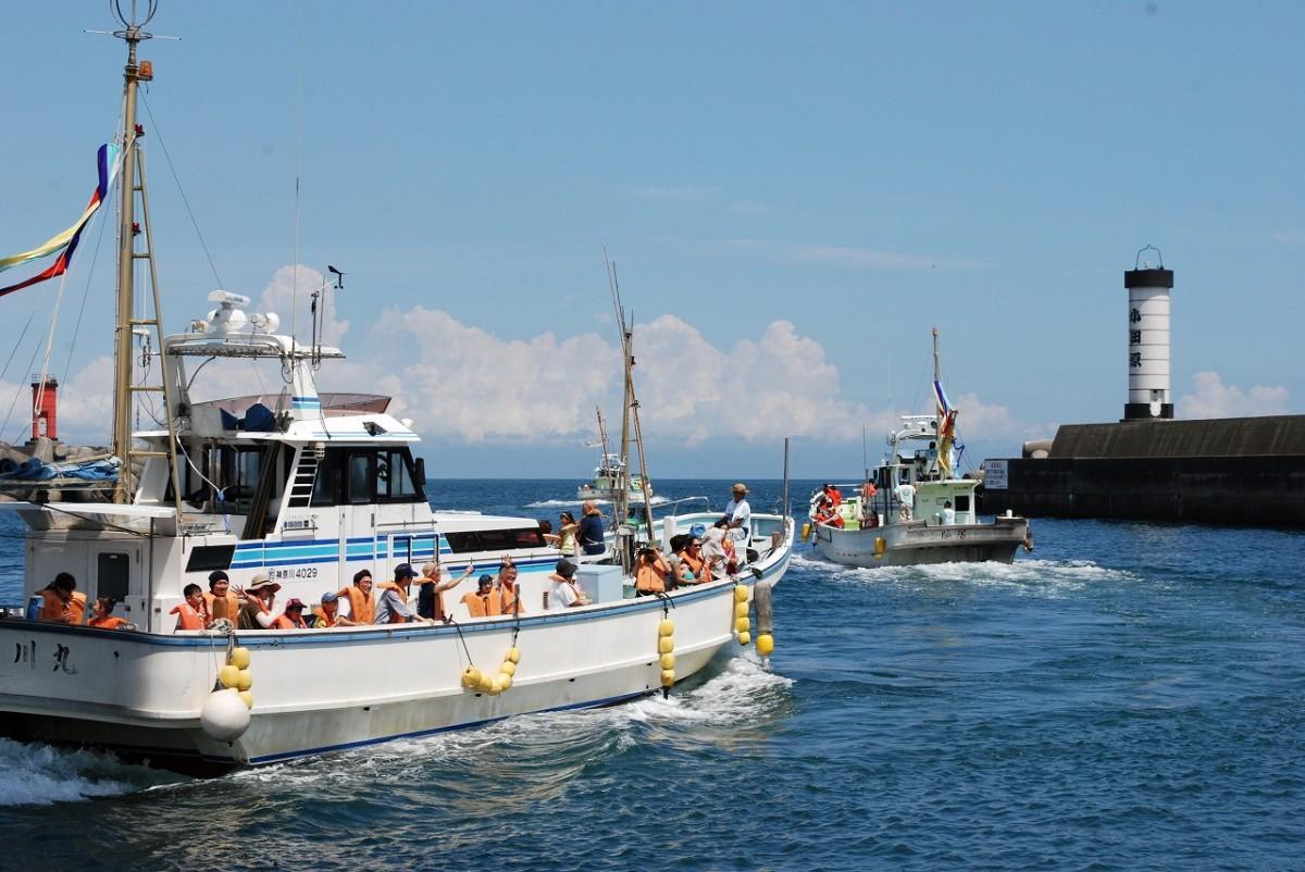 一番人気の漁船に乗って行われる「相模湾ゆかい探検」
