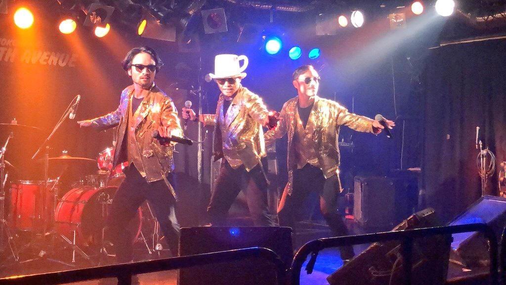 ブランドテーマソング「Gold Experience」を歌う「Espresso Boys」