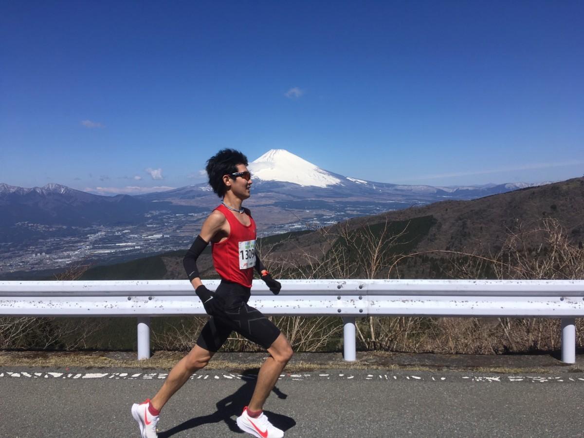 ランナーを見守る富士山(伴走取材・撮影=守屋佑一さん)