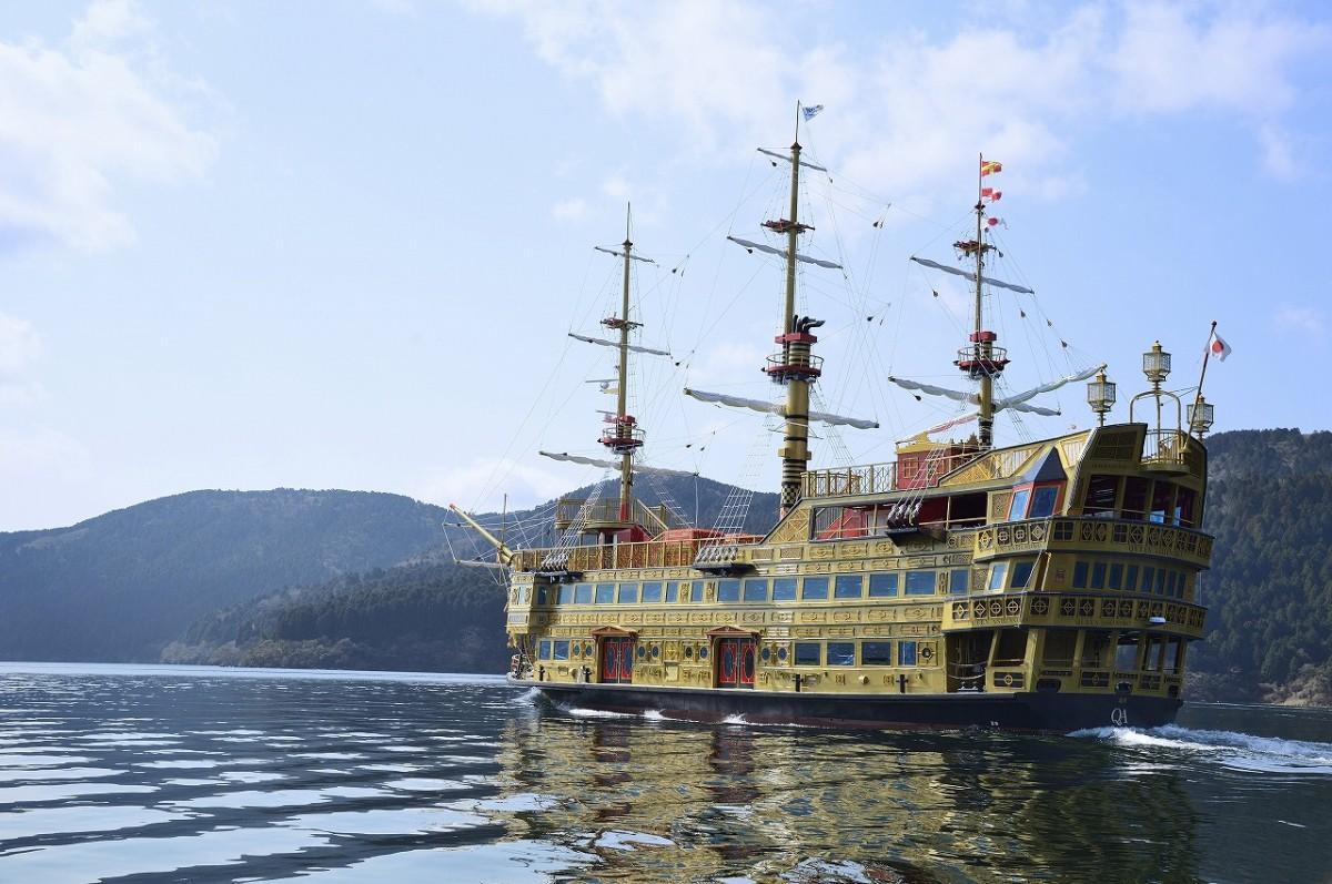 新型海賊船「クイーン芦ノ湖(QUEEN ASHINOKO)」