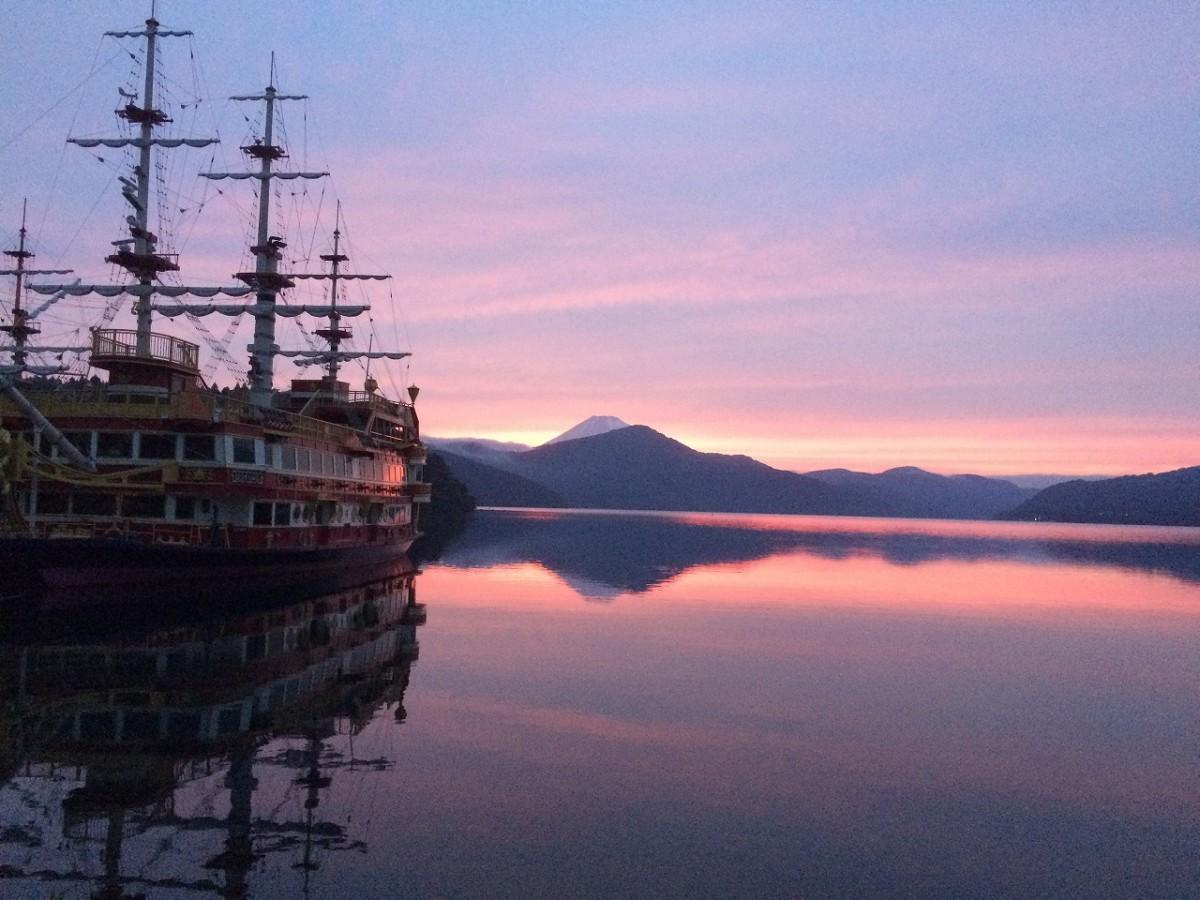 海賊ショー&フード「箱根芦ノ湖 Pirates of Sunset Cruise」