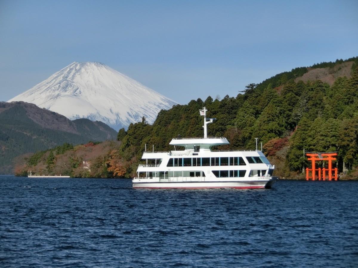 箱根駅伝の応援と観戦に臨時便を運航する箱根芦ノ湖遊覧船