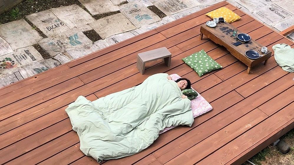 ウッドデッキで昼寝のできるプラン「ティピーでピクニック」