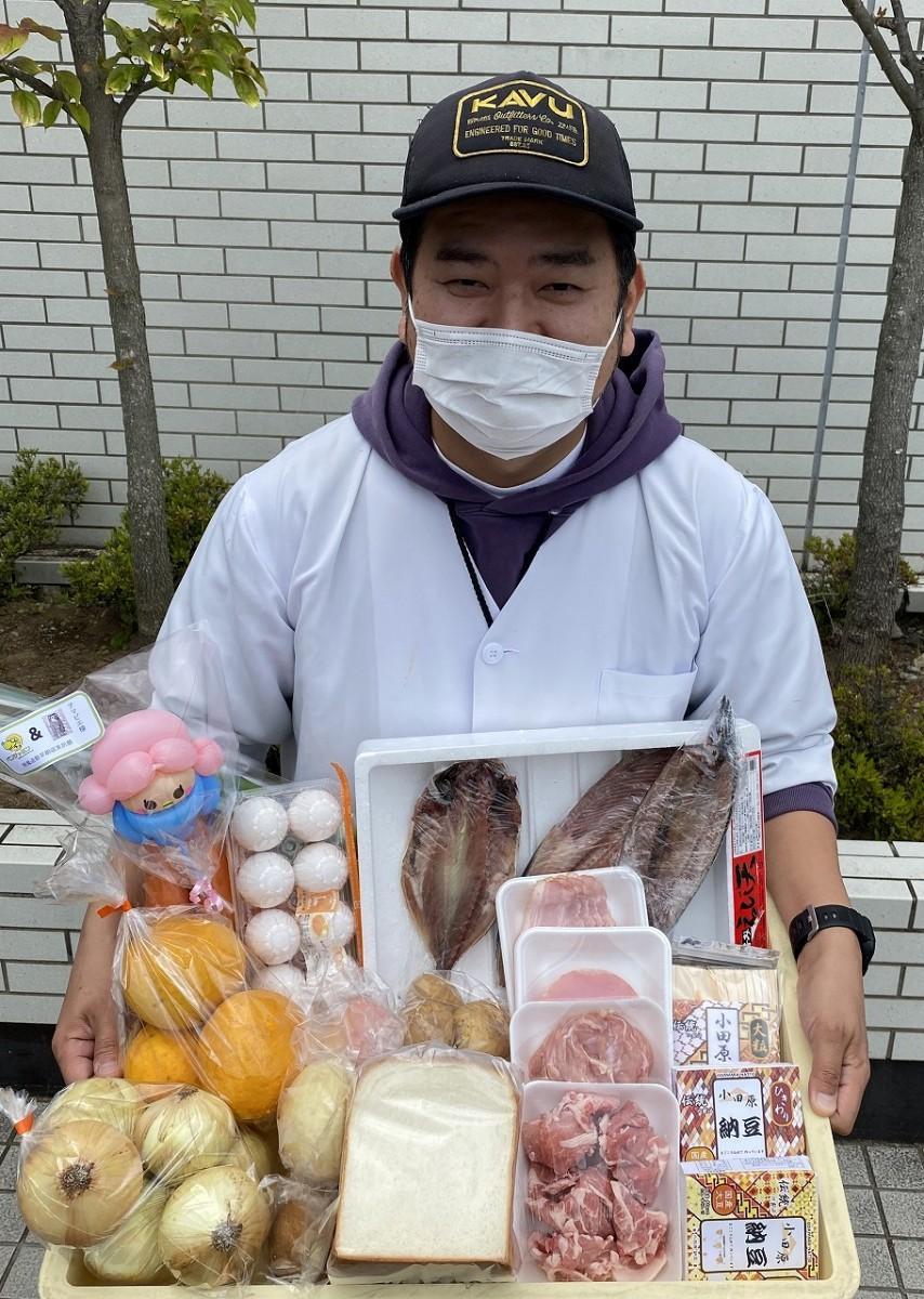 ドライブスルー方式で販売する「しもそが五郎十郎朝市」のセット