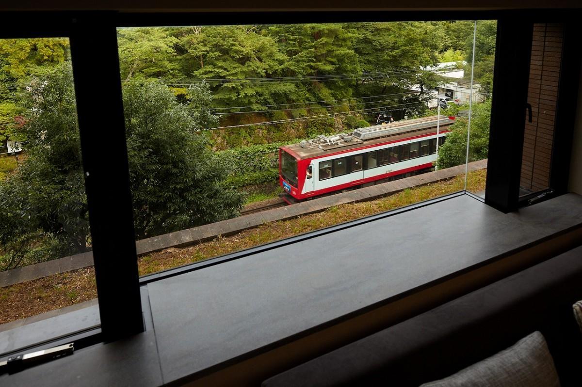 「箱根ゆとわ」C201号室から見える箱根登山鉄道