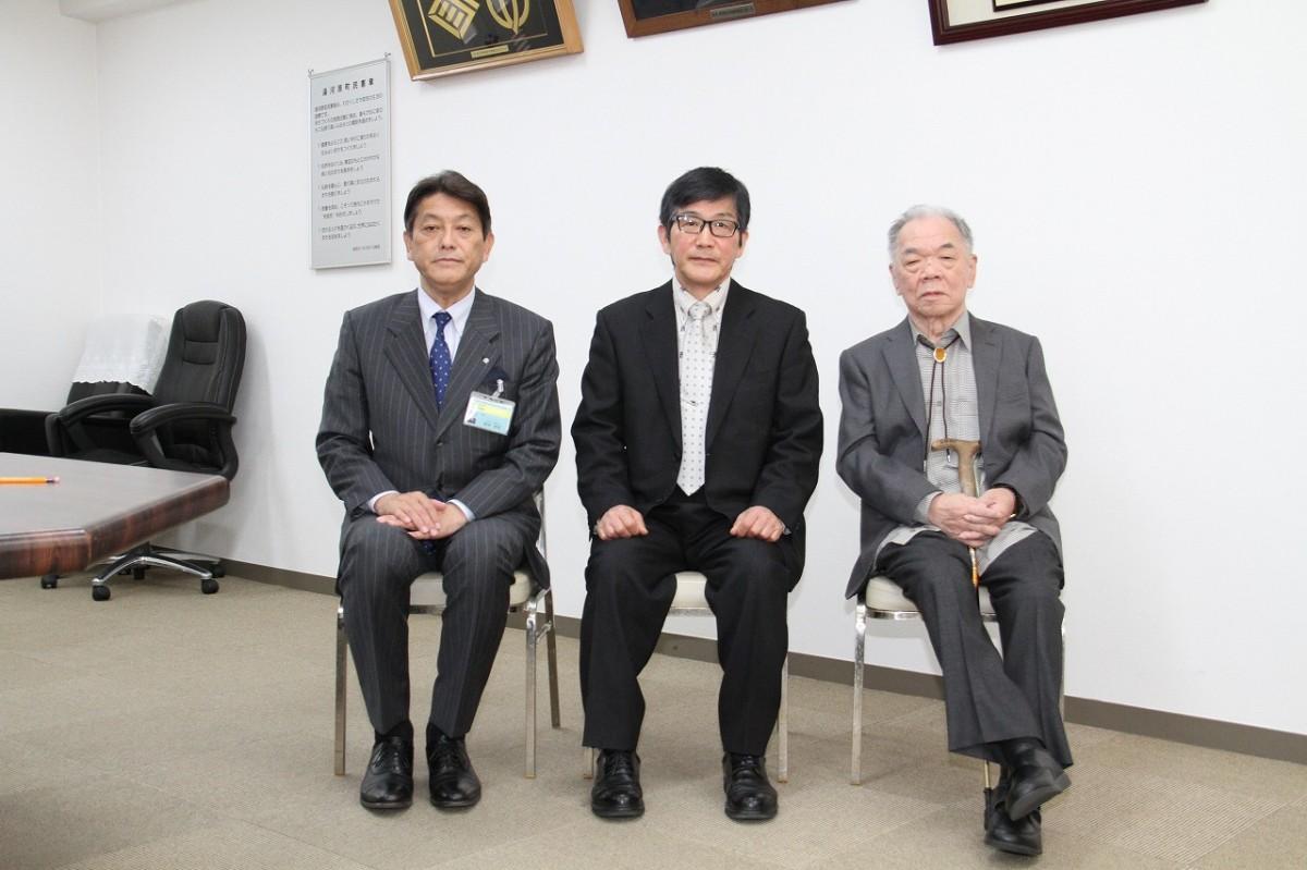 第19回の表彰者(写真提供=湯河原文学賞実行委員会)
