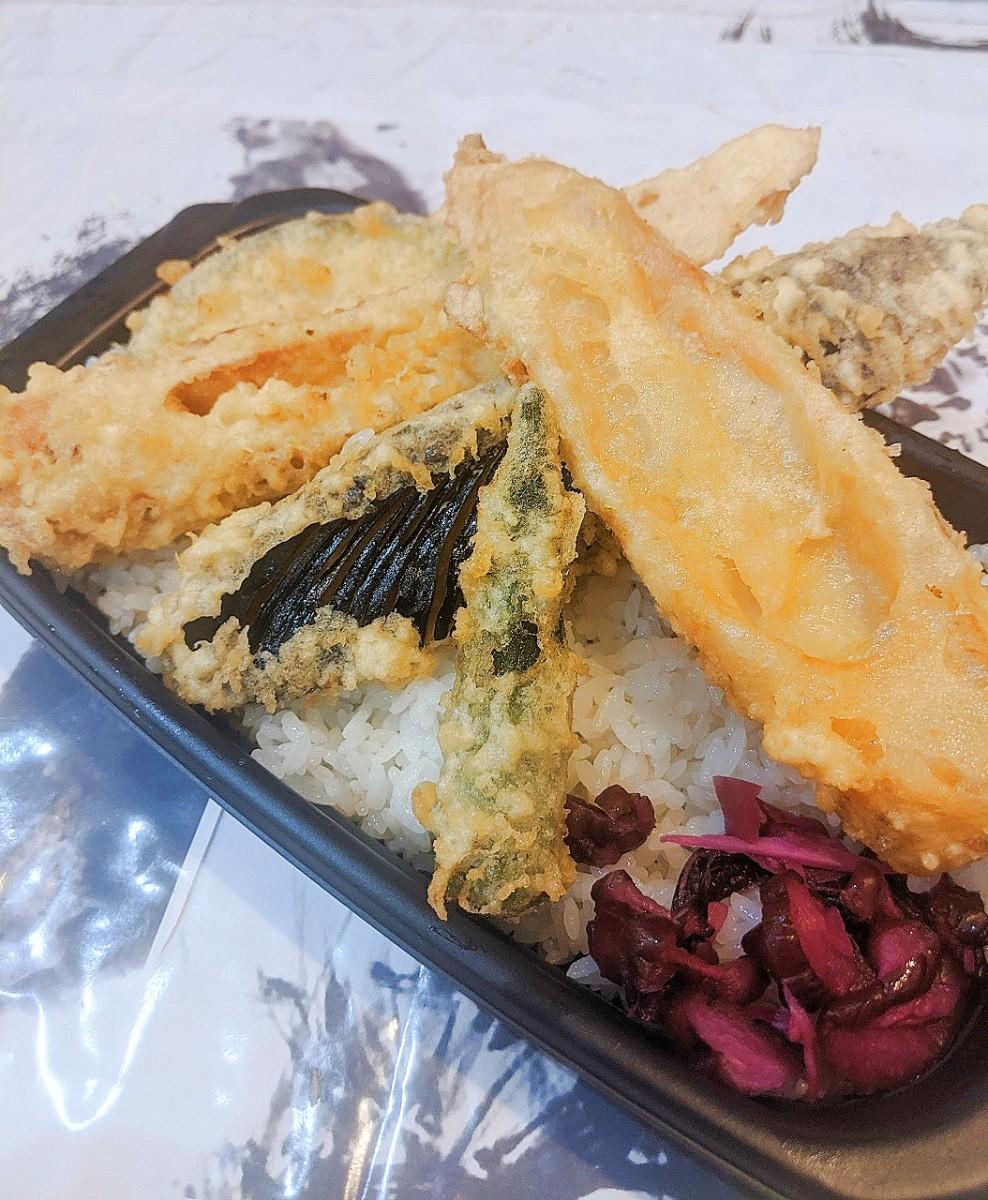 天ぷら満天の「はらぺこチルドレン・竹輪たっぷり天丼」