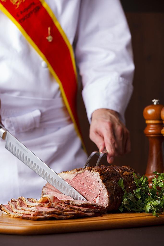 ライブキッチンで提供されるローストビーフ