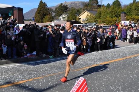 多くの人が東京箱根間往復大学駅伝競走(箱根駅伝)を沿道で応援してきた