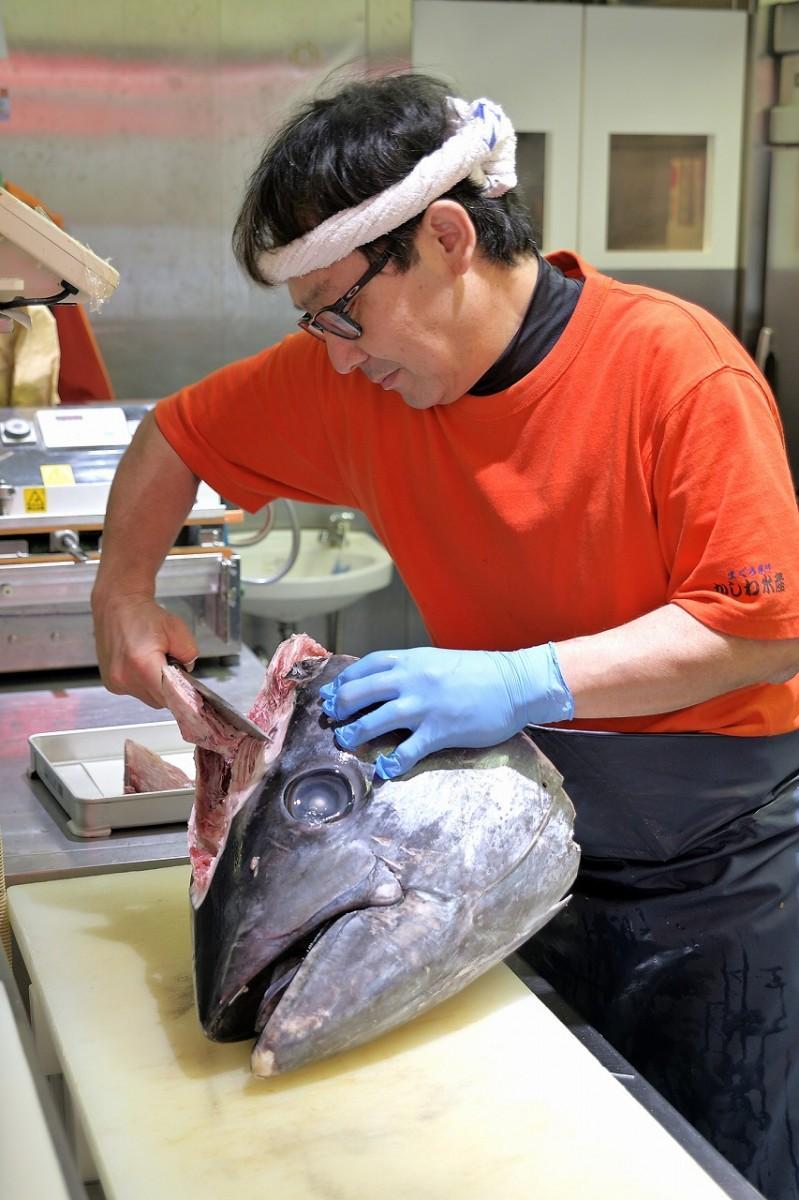 「目利きの柏木」といわれ料理人から信頼されている柏水産の柏木雄介さん