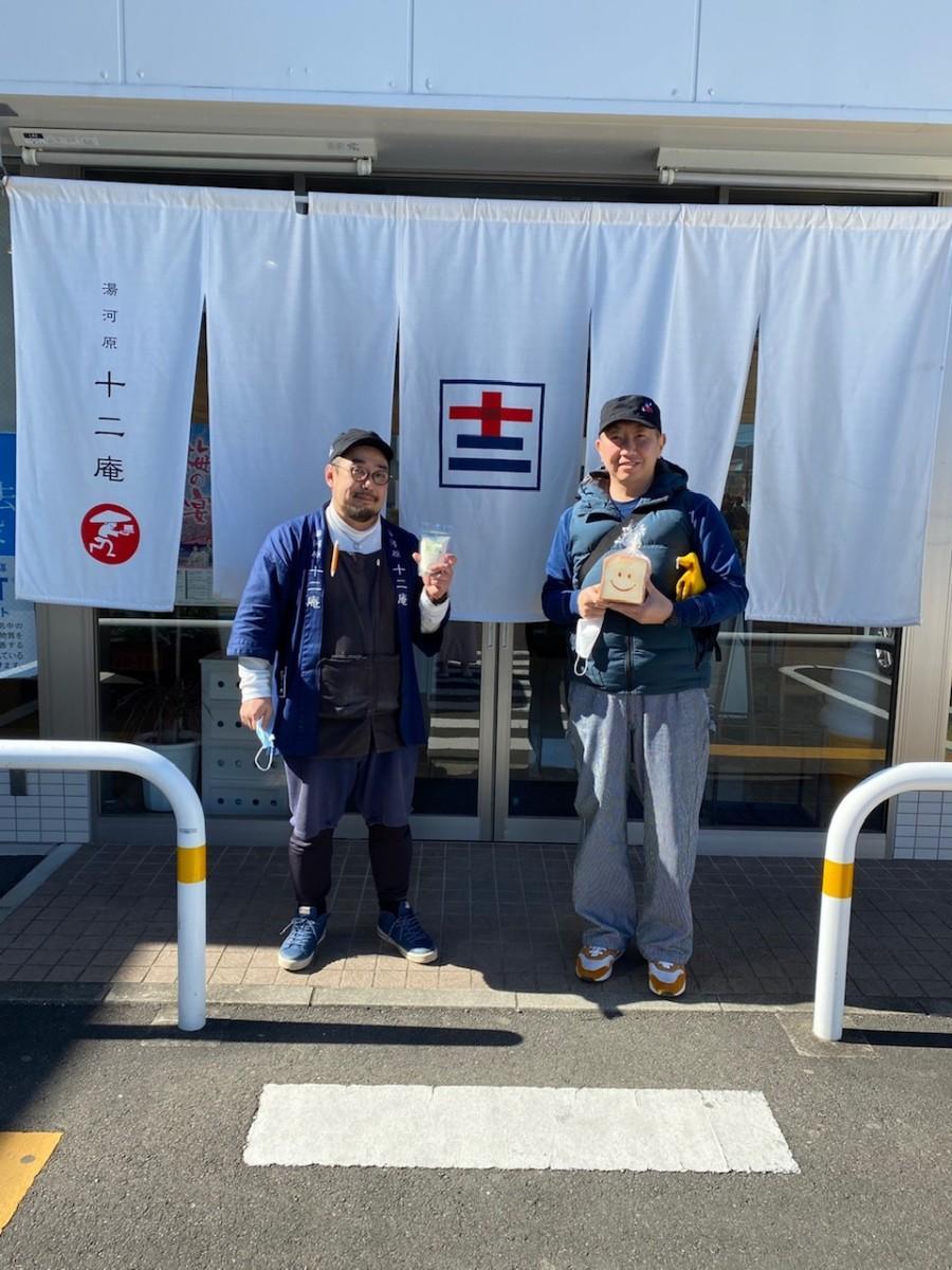「パン工房ジョイ」の三浦昌弘さん(右)と「湯河原 十二庵」の浅沼宇雄さん(左)