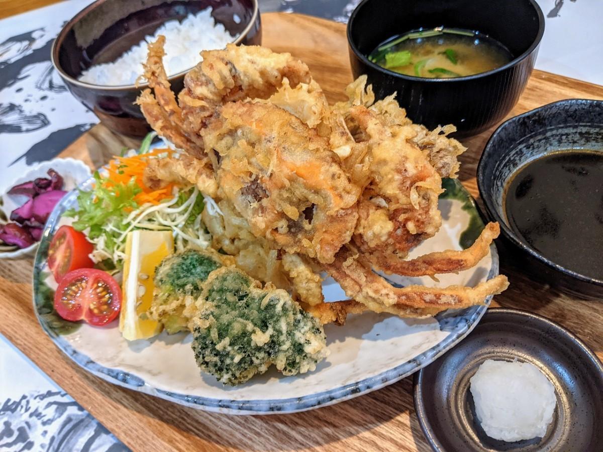 注文が相次いでいる「ソフトシェルクラブの天ぷら定食」