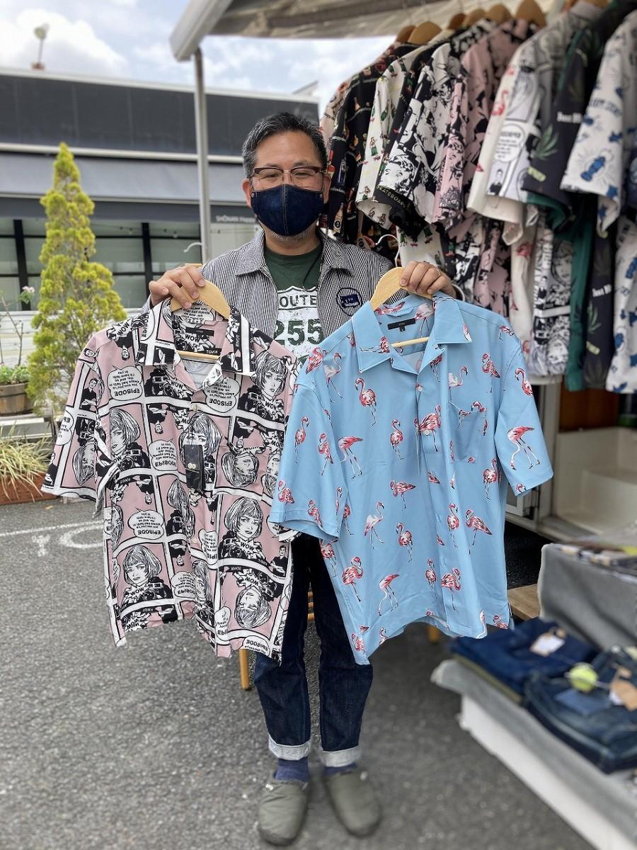 販売をスタートした「面白柄のシャツ」。左=アメコミ柄、右=フラミンゴ柄