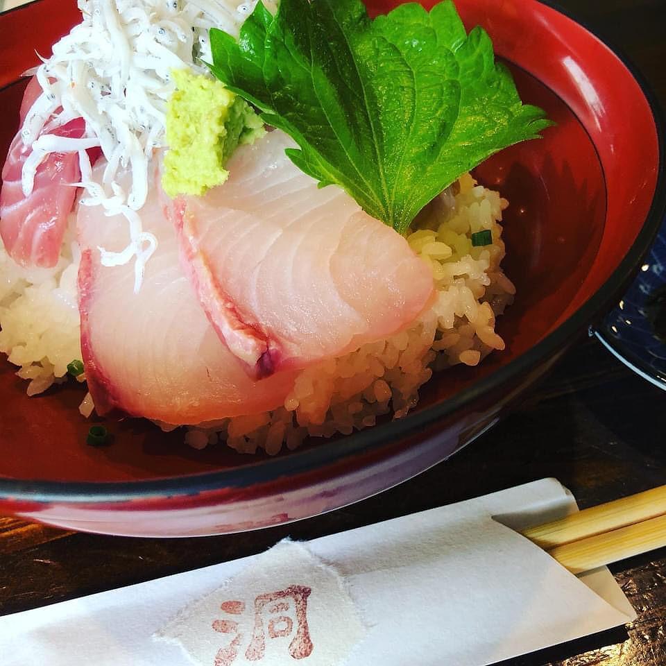 「彩酒亭洞(ほら)」の「洞の海鮮丼」(500円)