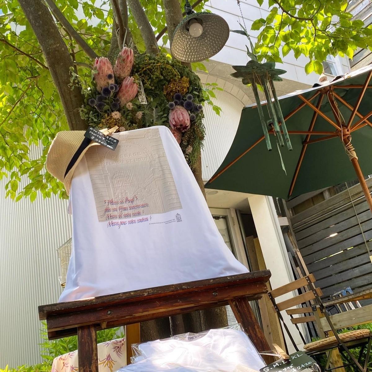 箱根写真美術館併設カフェ「プレジール・ドゥ・ルフ(Plaisir de l'oeuf)」の15周年記念Tシャツ