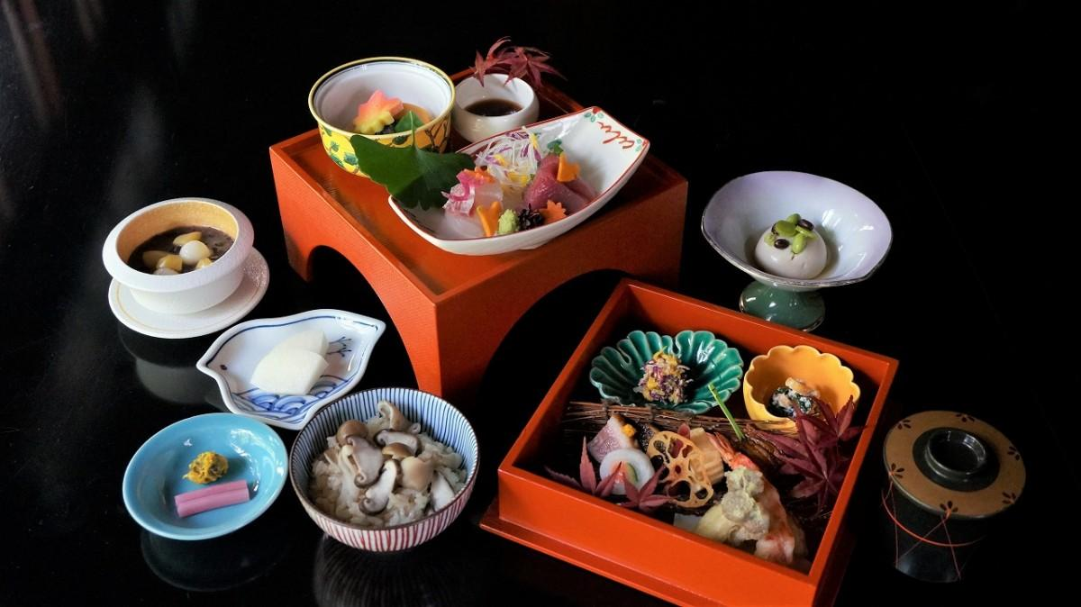 富士屋ホテル 旧御用邸「菊華荘」で秋の季節感を表現した「献上御膳」