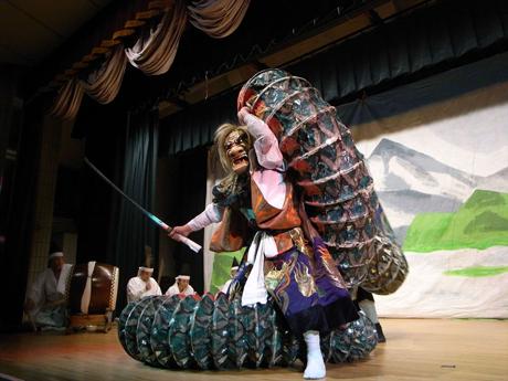 4月11日から月一で開かれる「由布院温泉神楽 月一の奉」