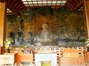国宝臼杵石仏で特別祈願法要 経典本をあおぎ安穏祈願