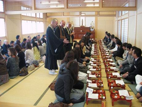 お寺で婚活「吉縁会」の様子