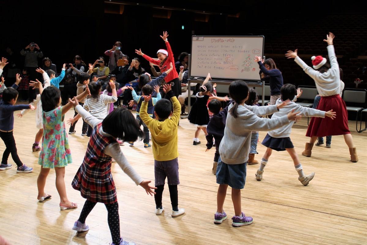 ミュージカルワークショップを楽しむ子どもたち(昨年の様子)