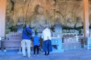 国宝臼杵石仏で年越しイベント 観覧無料でくじ引きに振る舞い酒も