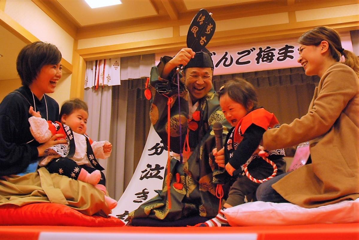赤ちゃんたちの泣き声が響き渡った相撲大会
