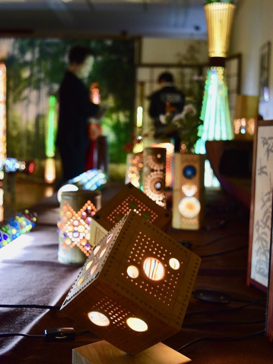 別府市竹細工伝統産業会館で始まった「竹あかりの作品展」