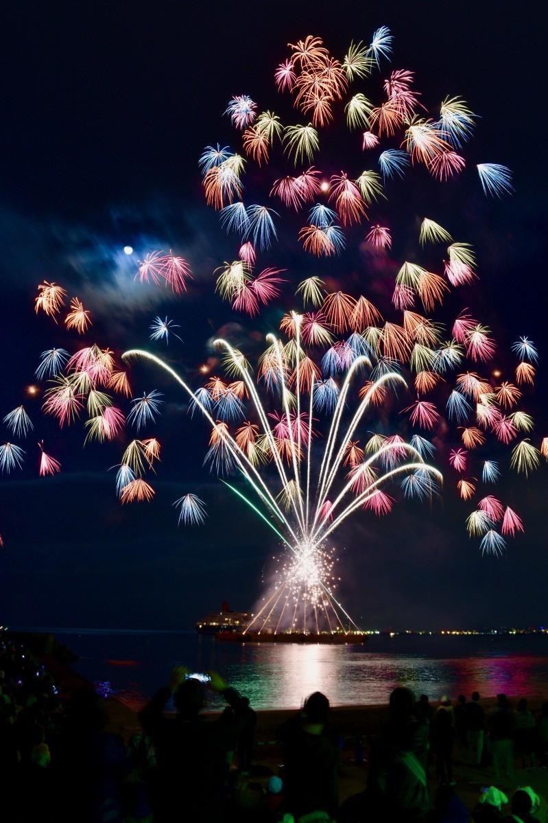 別府の聖夜を彩る花火の「ツリー」