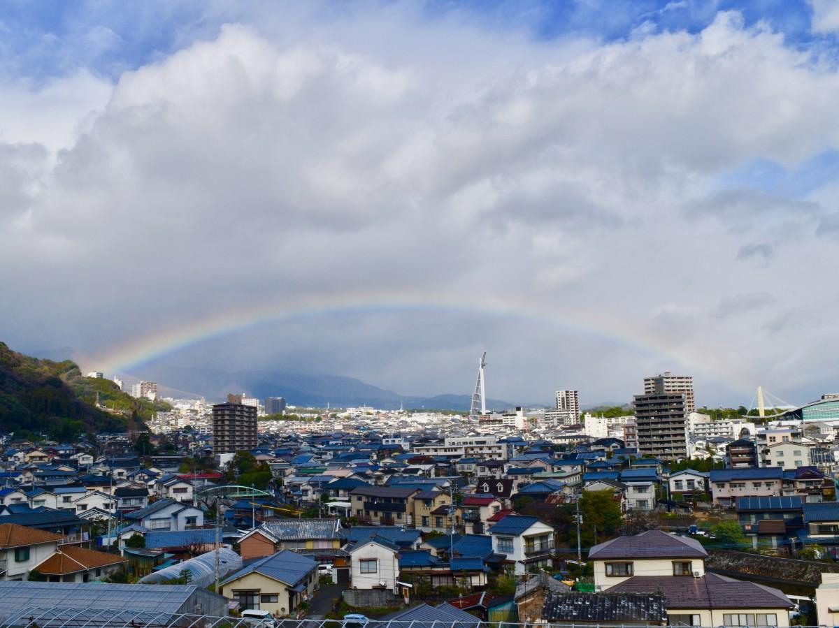 別府市街地で見られた虹(1月20日午前10時30分ごろ撮影)