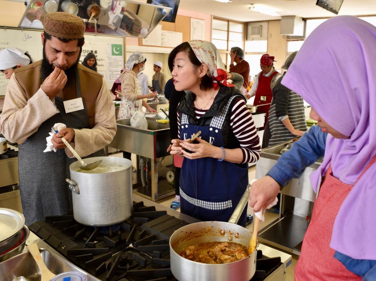 25人が参加したハラール料理教室