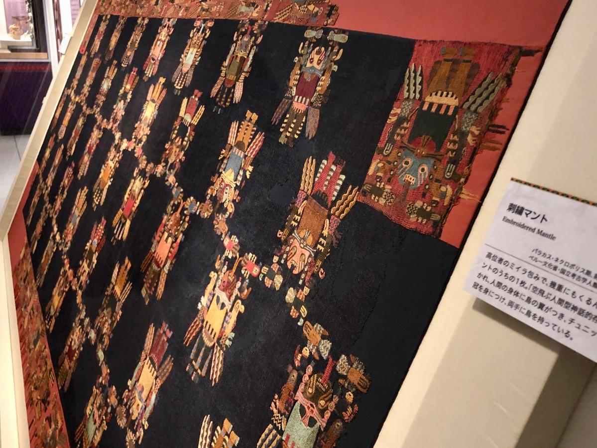 ミイラを包んでいたナスカ文化の刺しゅうマント