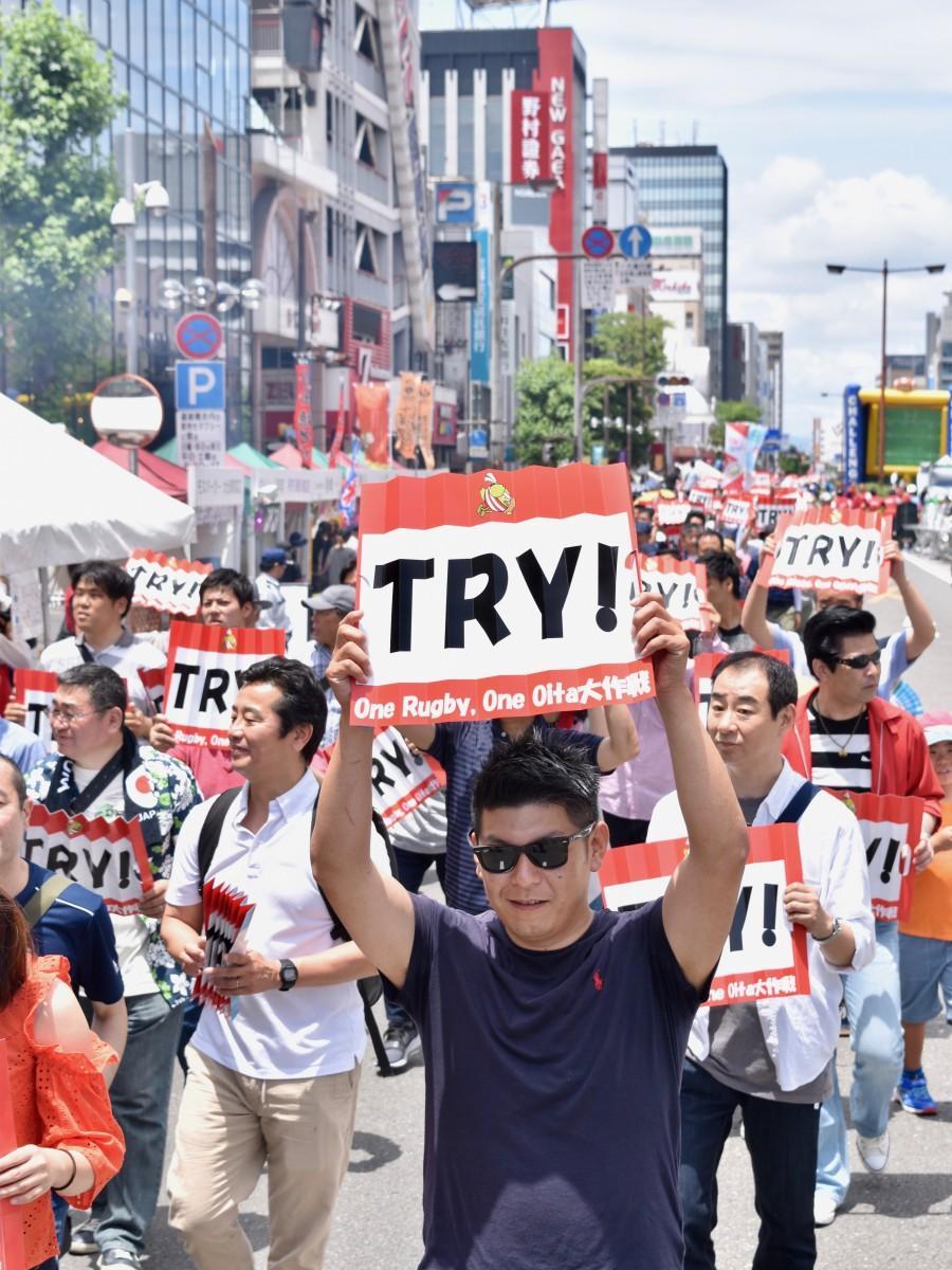 2000人が参加したパレード