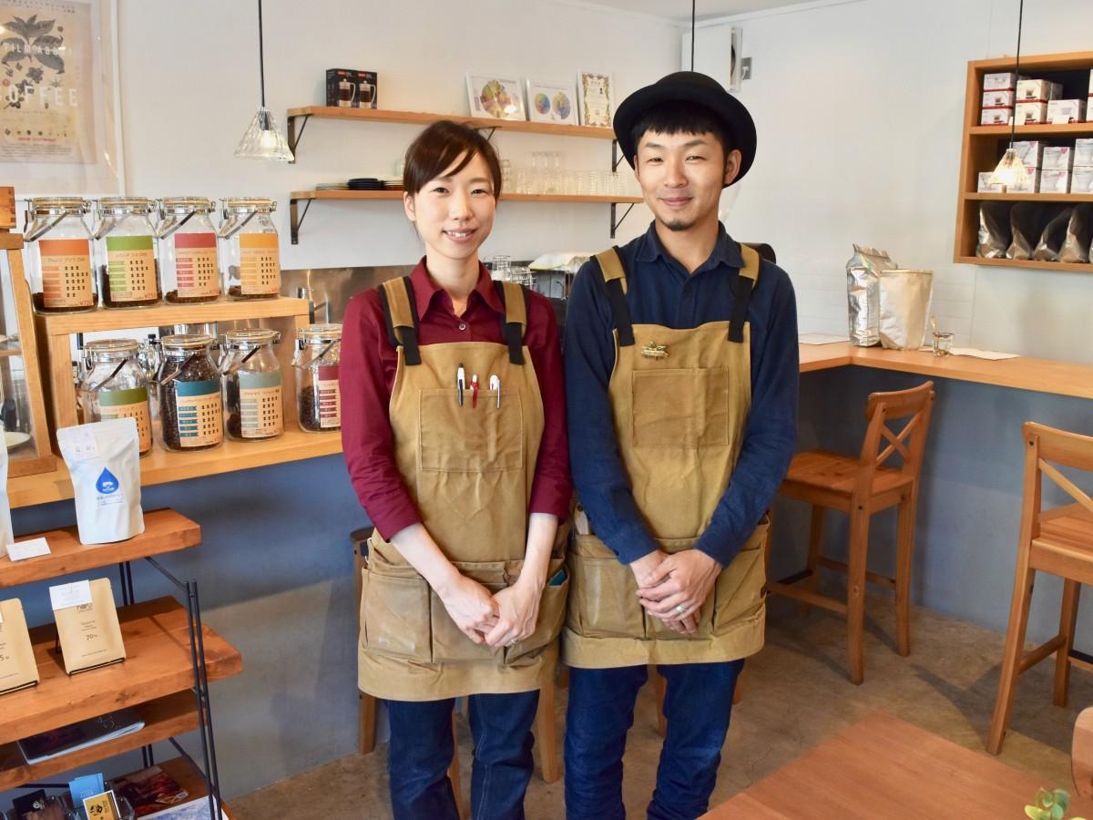参加を呼び掛ける秋吉さんと妻の弥未さん