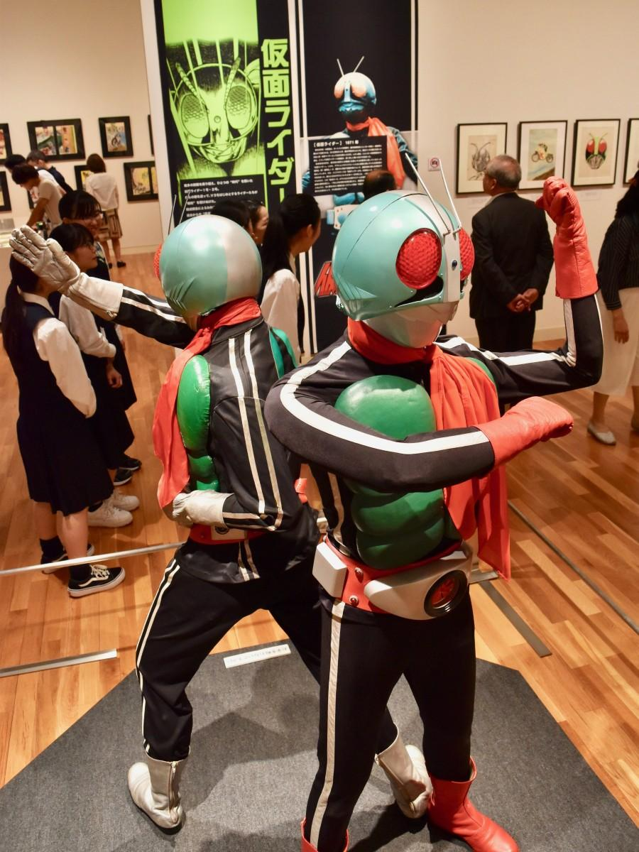 大分市美術館で始まった「超世代 仮面ライダープレミアムアート展」