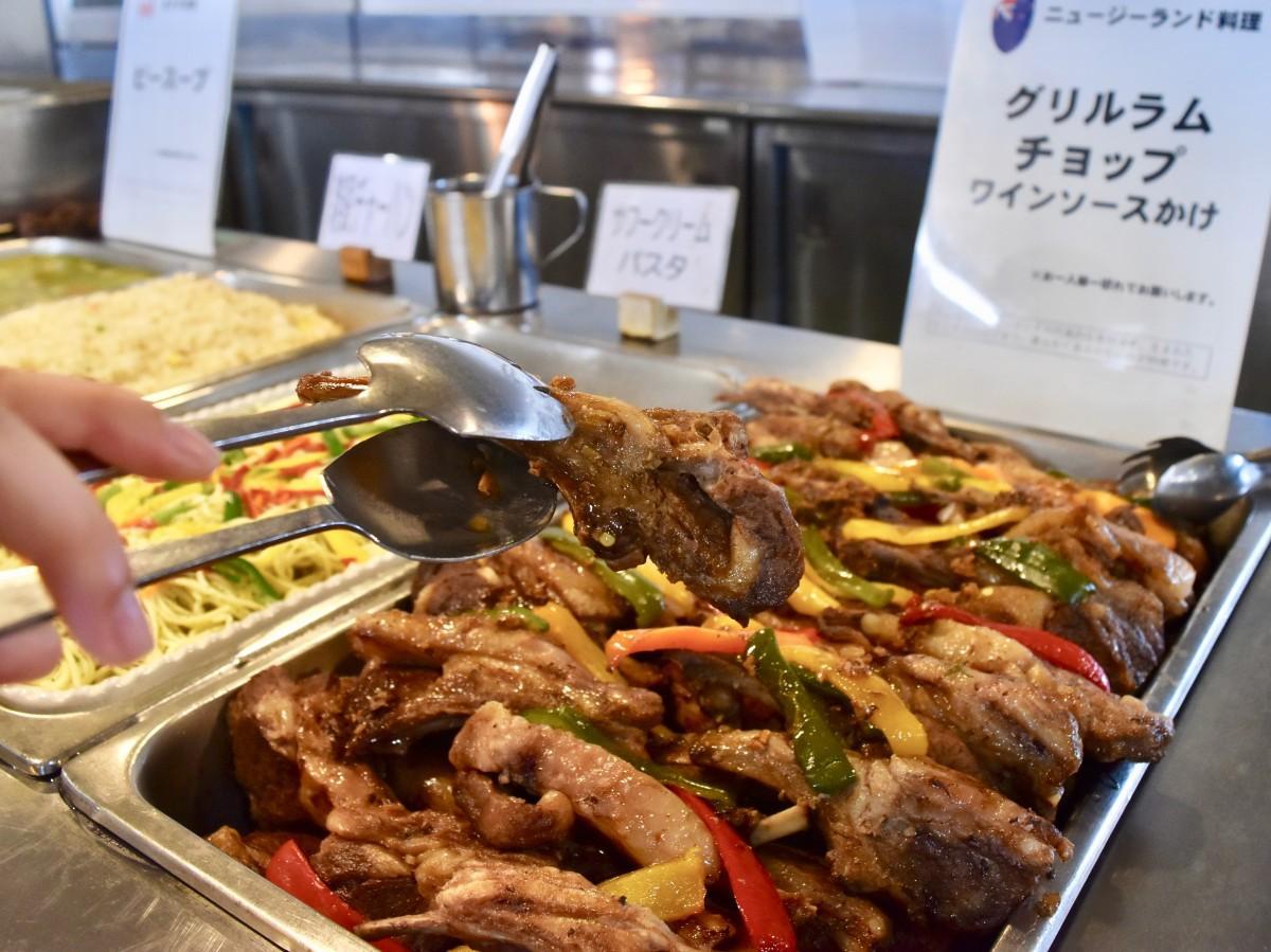 県庁レンストランに登場した来県国料理(ラムチョップワインソースかけ)
