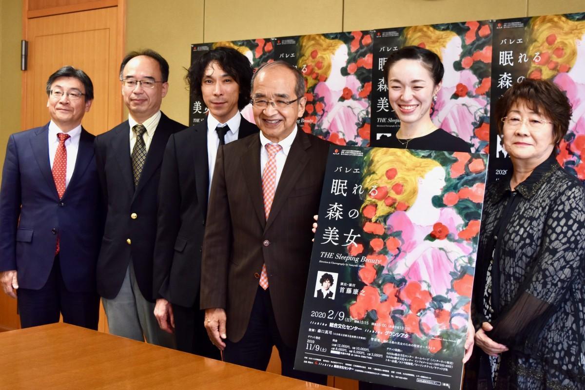 大分県庁を訪れた首藤さん(左から3番目)ら