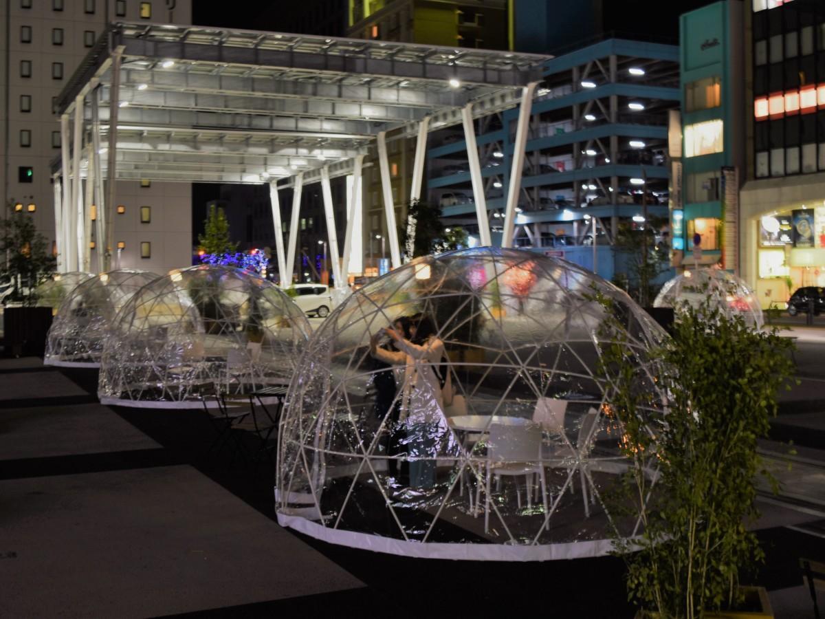 「祝祭の広場」に現れたドーム型テント