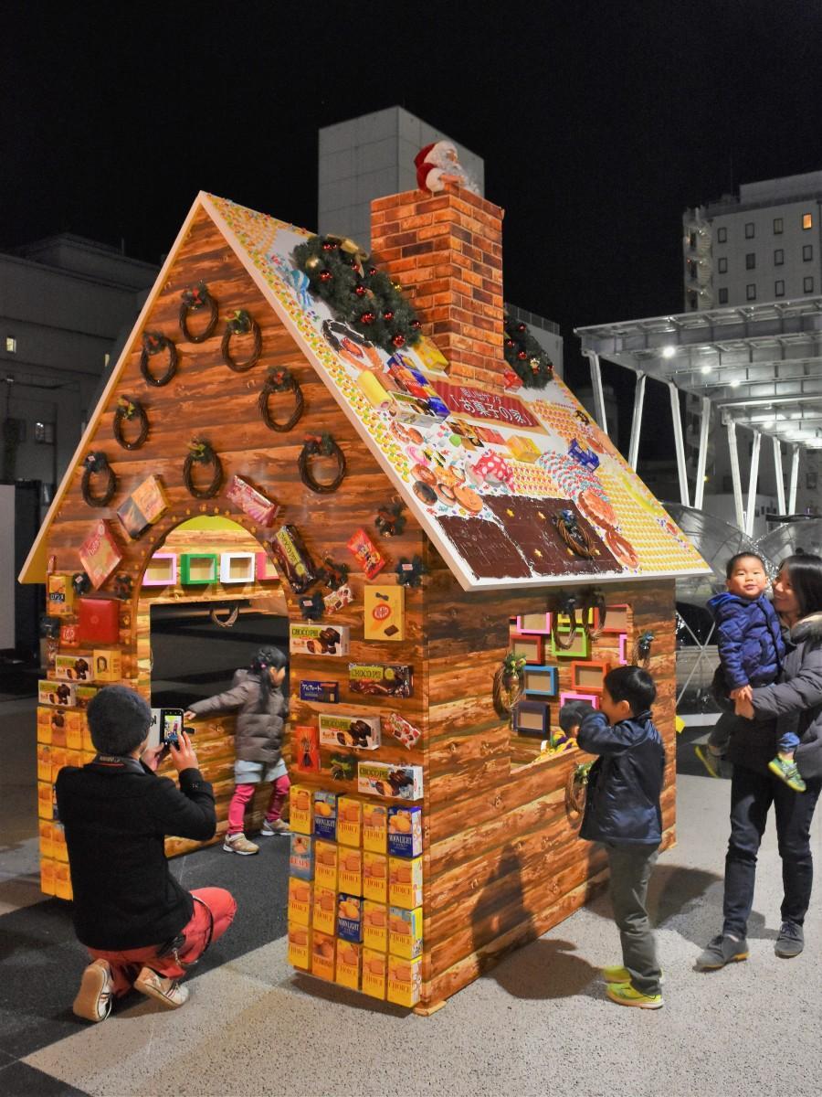 大分市の祝祭の広場に登場した「お菓子の家」