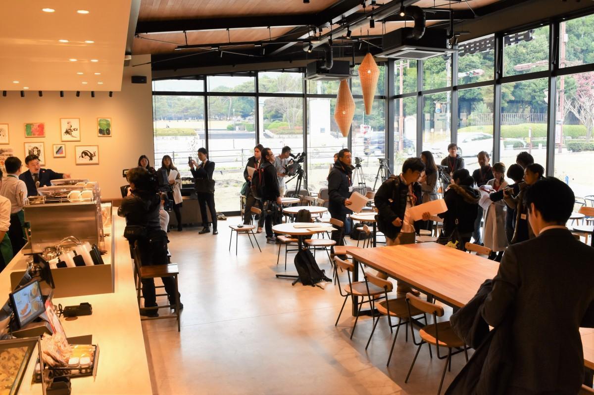 「スターバックスコーヒー別府公園店」で行われた内覧会