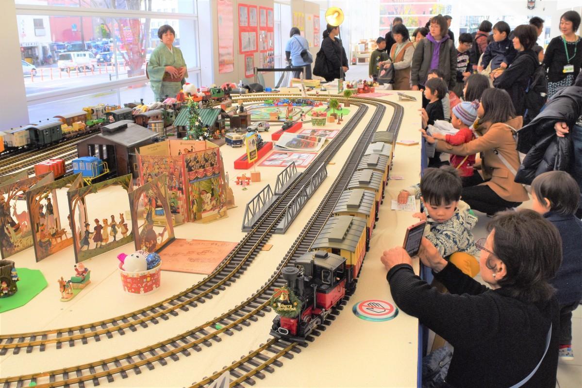 大分県立美術館OPAMで始まった「鉄道模型大運転会2019」