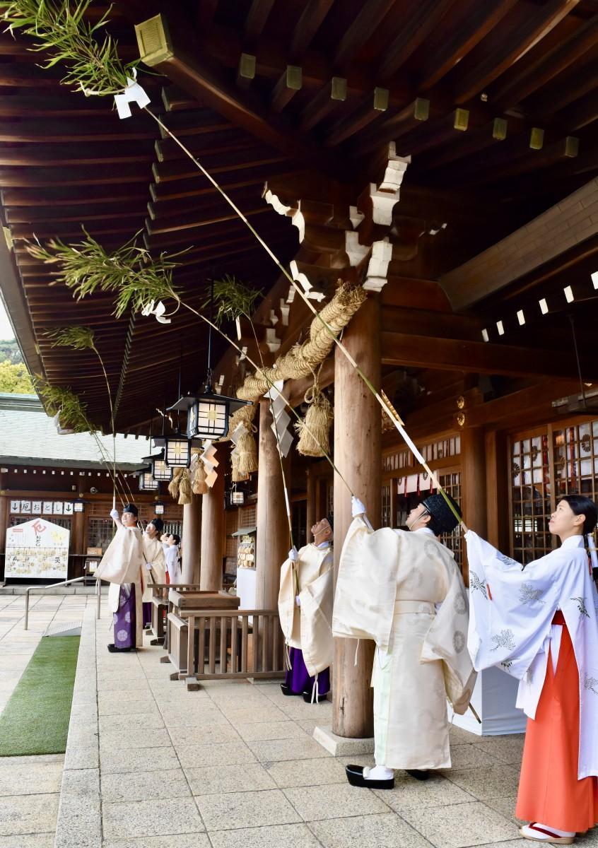 大分県護国神社で行われた「すす払い」
