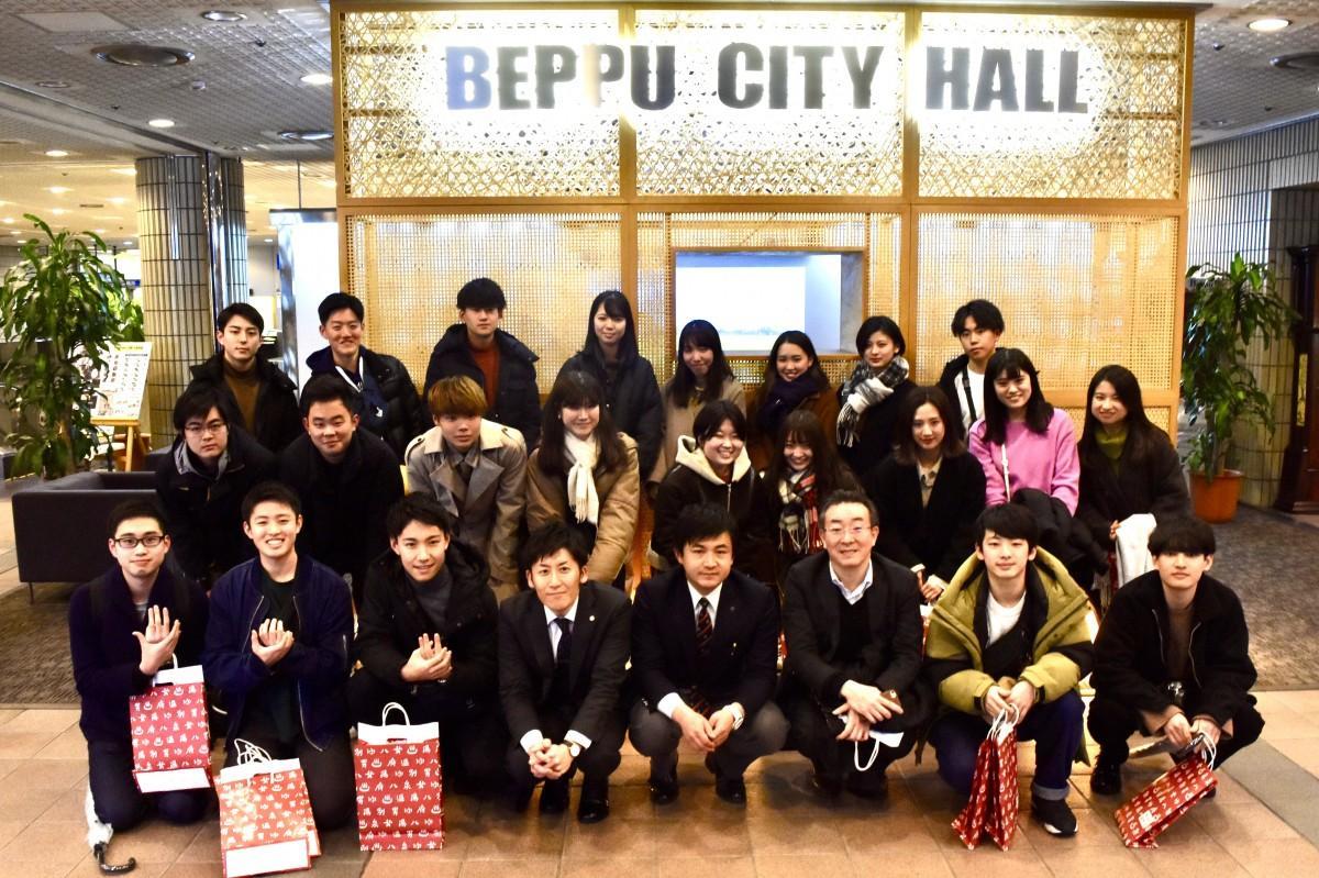 別府市役所を訪れた明大奥山ゼミ