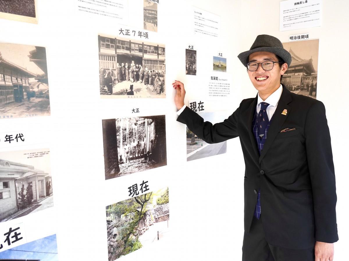 展示写真について説明する円城寺さん