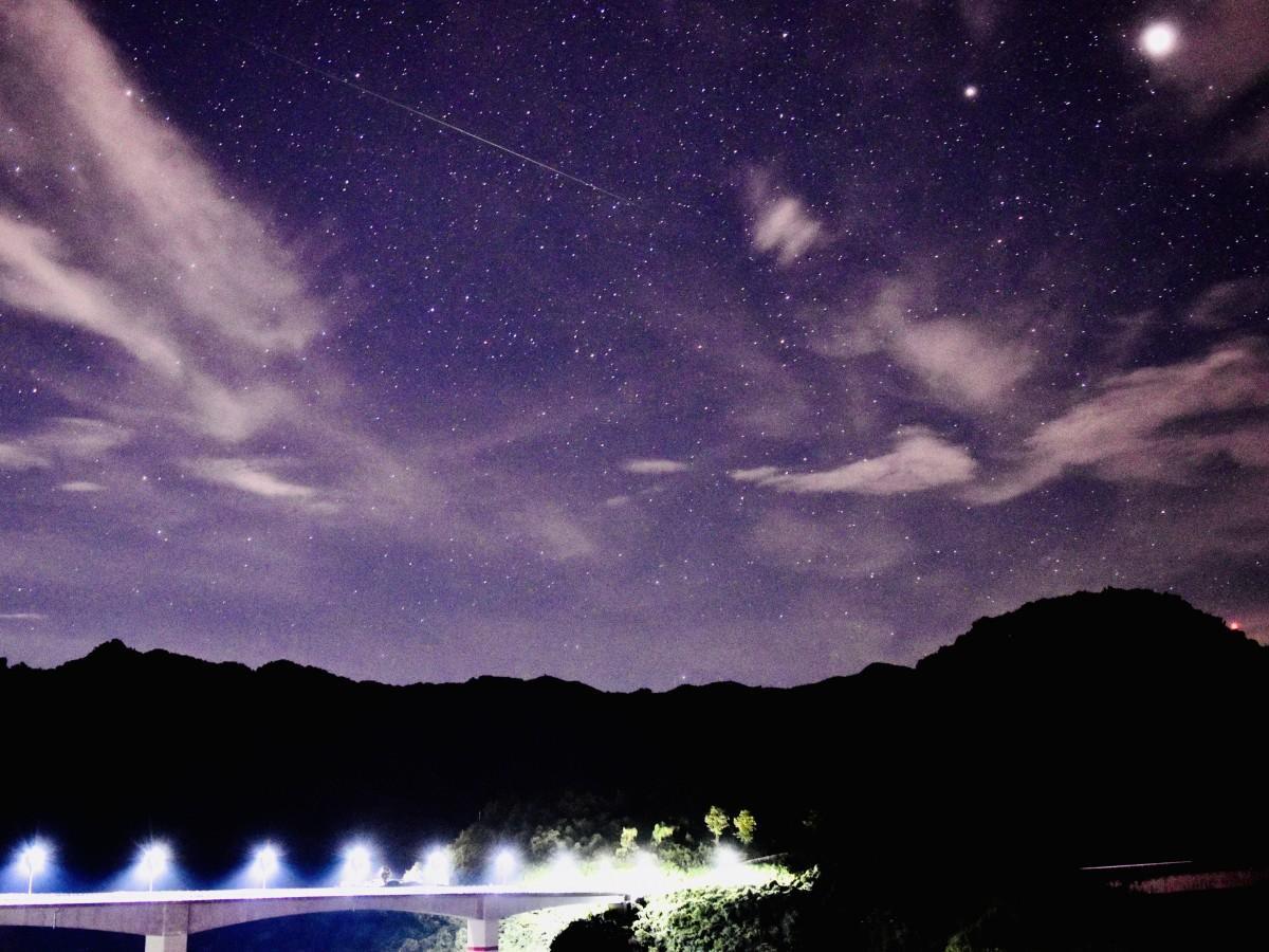 月 流れ星 8 12 日