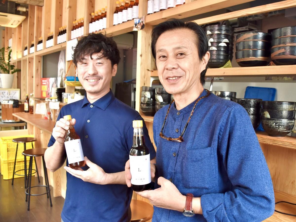 独自だしを共同開発した「めだか」の東さん(右)と首藤さん